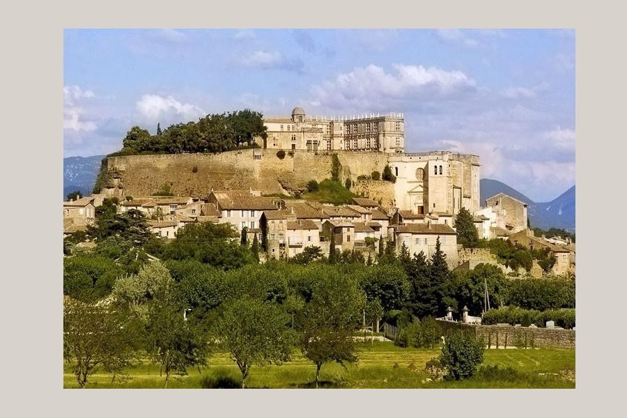 Grignan Provence rentals