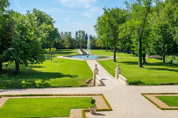 provence photo video Chateau de Sarrians